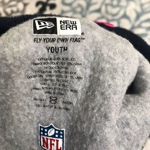 13fa21e446c New Era Accessories - New England Patriots NFL Breast cancer Beanie
